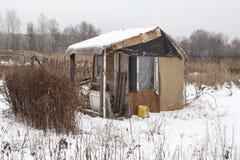 Abrigo feito a si próprio provisório no inverno Fotos de Stock