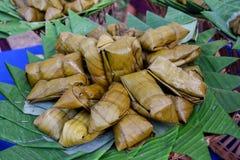 Abrigo hervido del paquete de los dulces con la hoja del plátano Fotografía de archivo libre de regalías