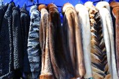 Abrigos de pieles para las mujeres Imagen de archivo libre de regalías