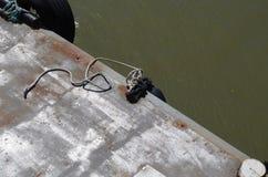 abrigue la escena, el primer, el embarcadero y el agua Imagen de archivo