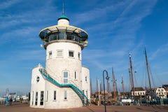 Abrigue la torre de control de la oficina en Harlingen, Países Bajos Foto de archivo libre de regalías