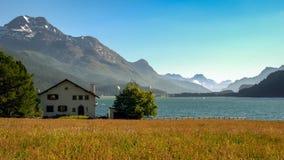 Abrigue perto do lago Silvaplana Engadin, Graubunden, Suíça fotografia de stock royalty free