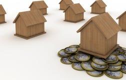 Casa que está nas moedas Fotos de Stock Royalty Free