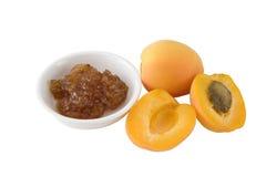 Abrikozen en de Jam van de Abrikoos op Wit Stock Fotografie