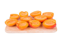 Abrikozen in halfs worden gesneden die Stock Afbeelding