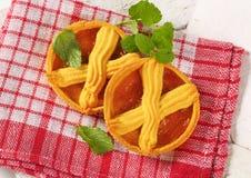 Abrikozencakes met rooster royalty-vrije stock foto