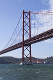 25 abril bridżowy de Fotografia Royalty Free