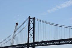 Abril bro över Tagus i Lissabon, Portugal Arkivfoto