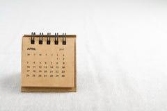 abril Calendar a folha com espaço da cópia no lado direito Imagens de Stock
