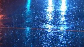 Abril riega el cielo de las duchas de lluvia almacen de metraje de vídeo