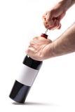 Abrindo uma garrafa do vinho Foto de Stock Royalty Free