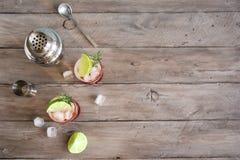 Abrunheiro Gin Fizz Cocktail foto de stock