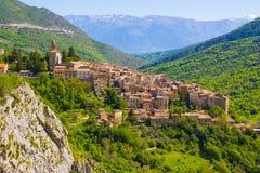 Abruzzo traditionella medeltida byar, Italien Arkivbilder