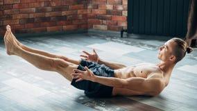 Abs тренировки йоги спорта muscles выносливость выносливости стоковые фото