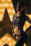 ABS sporta kobiety portret Super gwiazdowy sporta ciało Ogłoszenie towarzyskie treningu powozowa motywacja zdjęcie stock