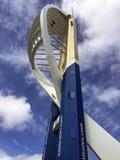 Absailing abaixo da torre dos emirados Foto de Stock
