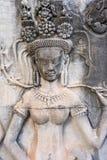 Absara kvinnlig andesten som snider i Angkor Wat arkivbilder