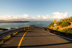 Abschüssige Straße zum Meer Lizenzfreie Stockfotografie