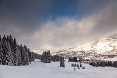 Abschüssiger Ski Slope nahe Megeve Stockbilder