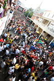 Abschließender abgehobener Betrag 2010 des FIFA-Weltcups im langen Straßenumhang stockfotografie