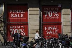 ABSCHLIESSENDE VERKAUFS-ABWEHR 70% Stockfotos