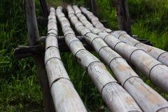 Abschluss-alte Bambusbrücke Stockfotos