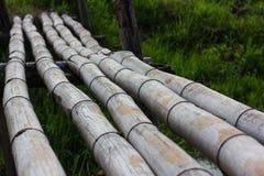 Abschluss-alte Bambusbrücke Stockbild
