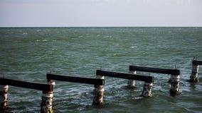 Abschluss bis zur Dockbasisanlegestelle hergestellt durch Naturholz in yaque Strand lizenzfreies stockfoto