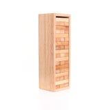Abschluss blockiert oben das hölzerne Spiel (jenga) lokalisiert auf Weiß Stockbilder