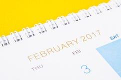 Abschluss des Tischplattenkalenders im Februar 2017 oben Stockbilder