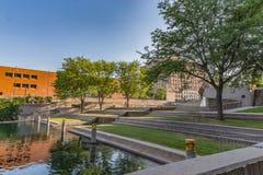 Abschluss herauf Gene Leahy-Mall Stadtzentrum Omaha Nebraska stockfotografie