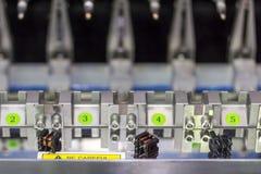 Abschluss herauf kleinen elektrischen Transformator an der hohen Präzision und an der Genauigkeit der mehrfachen automatischen Sp lizenzfreie stockfotos