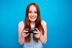 Abschluss herauf schönes erstaunliches des Fotos sie ihr Griff-Handarm-Videospielprüfers Dame Matchsorgen-Teamerfolg des lustigen stockbilder