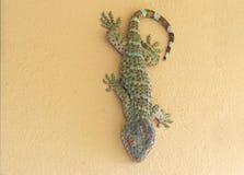 Abschluss herauf Tokay-Gecko ist auf der Wand lizenzfreie stockbilder