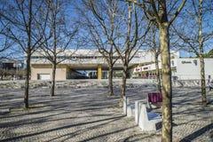 Abschluss Lissabons Oceanarium, des Gebäudes und des Parks vorbei Stockfotografie