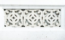 Abschluss oben am chinesischen keramischen Dekorationsblock an der Betonmauer, te Stockfoto