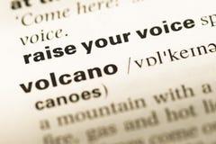 Abschluss oben der alten englischen Wörterbuchseite mit Worterhöhung Ihre Stimme stockfotografie
