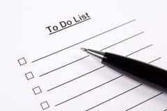 Abschluss oben des freien Raumes, zum der Liste und des Stiftes zu tun Lizenzfreie Stockbilder