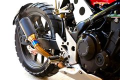 Abschluss oben des halben großen Fahrradmotorrades ändern auf weißem Hintergrund Lizenzfreie Stockfotos