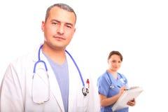 Abschluss oben des männlichen Doktors mit einer weiblichen Krankenschwester Lizenzfreie Stockfotografie