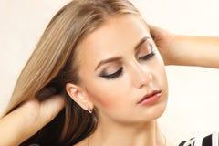 Abschluss oben - ein Gesicht der jungen Schönheit Lizenzfreie Stockfotografie