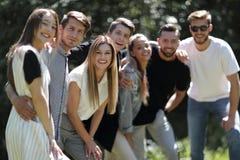 Abschluss oben Gruppe Freunde lizenzfreies stockfoto