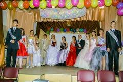 Abschlussfeier in einer ländlichen Schule in Kaluga-Region von Russland Stockfotografie