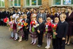 Abschlussfeier in einer ländlichen Schule in Kaluga-Region von Russland Stockbild