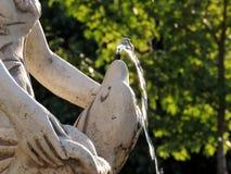 Abschnitt der klassischen Wasserbrunnenstatue Lizenzfreie Stockfotografie
