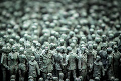 Abschnitt der 50 000 Statuen vor Norways-Regierungsgebäuden Stockfotos