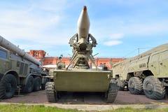 Abschussrampe 2P16 mit einer Rakete komplexes 2K6 Luna der Rakete 3R9 im Militärartillerie-Museum Lizenzfreie Stockbilder