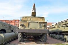 Abschussrampe 2P113 mit einer Rakete komplexes 9K52 Luna-m der Rakete 2M21 im Militärartillerie-Museum Lizenzfreies Stockfoto