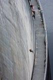 abseiling的水坝gordon塔斯马尼亚岛 免版税库存照片
