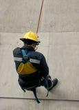 abseiling的消防队员 免版税库存图片
